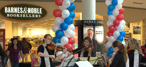 2011 10 08: Sterling Strings Gig, Federica, Quartet, Miller Hill Mall, Duluth