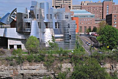 2015 05 08-09: Minneapolis, UMN, Graduation, Walking